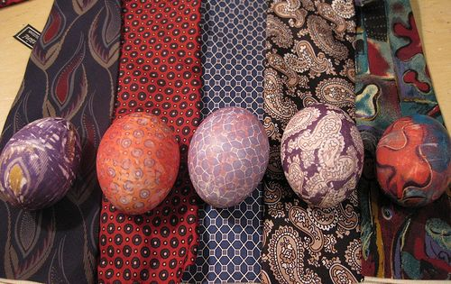 Silk tie dyed eggs. So crafty!