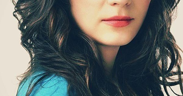 Zooey Deschanel // Photography // Portrait // Curly Hair // Blue Eyes