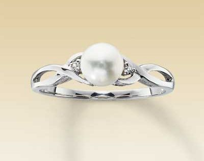 10K White Gold Diamond and Cultured Pearl Ring. Perfect promise ring!