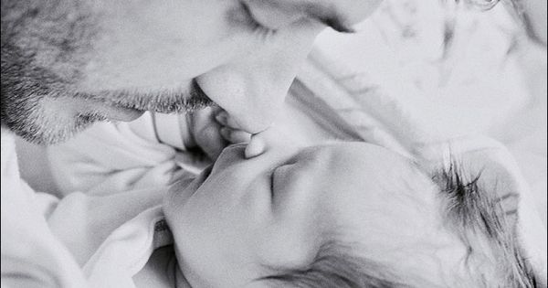 A father's love for his newborn baby. photography ideas georgiababy atlant bigbabybasketsweeps