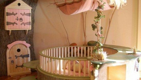 Lit b b magique sorti des contes de f es arbre cabane lit bois et berceau - Cabane bebe interieur ...