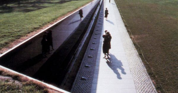 maya lin vietnam war memorial essay Maya lin's vietnam veterans' memorial 1980s in 1979, congress grants a vietnam war veterans' committee the right to build a memorial on the mall in washington.