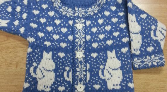 Moomin Knitting Pattern : Woolen knitted cardigan for children with moomin pattern Born prjon- hekl ...