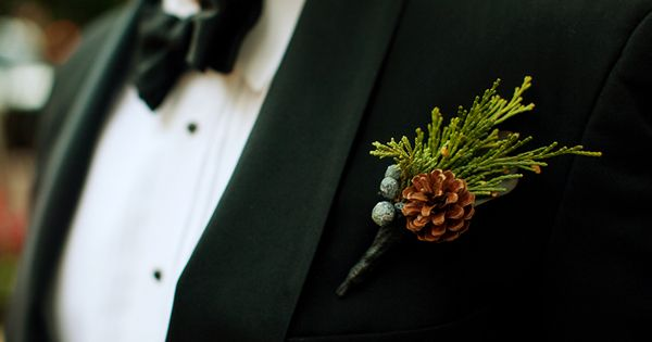 pinecone boutonniere for a winter wedding | Collin Ritchie #wedding
