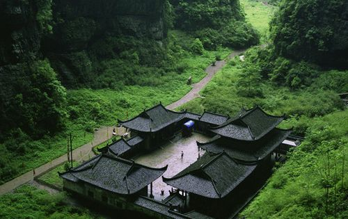 Mountain Spa, Chongqing, China photo via aokie --- DAAAAAMN!!!! Never again planned