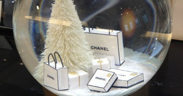 Chanel Snow Globe chanel snowglobe MUST HAVE!