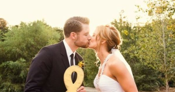 Cute engagement or wedding pictures idea!