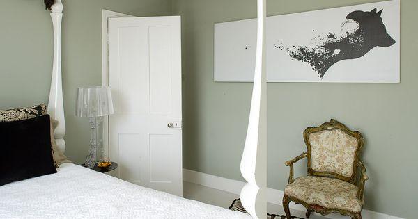 Een kleur als soft lime een vergrijsde groen doet het goed in een omgeving waar ontspanning - Kleur schilderen master bedroom ...
