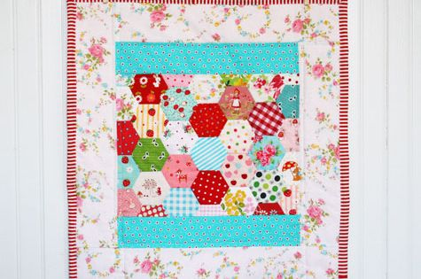 little quilt, hexagons, border and binding ideas ...