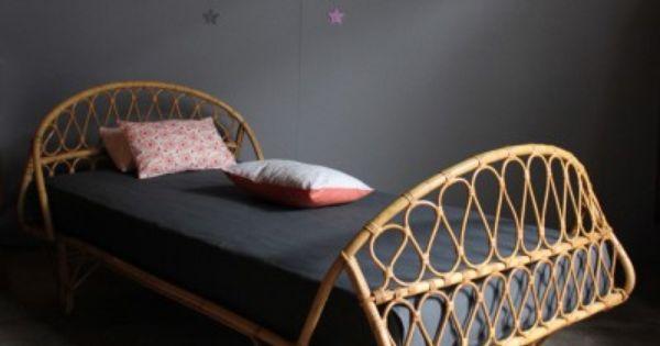 lit rotin vintage chambre d 39 enfants pinterest lit rotin rotin et lits. Black Bedroom Furniture Sets. Home Design Ideas