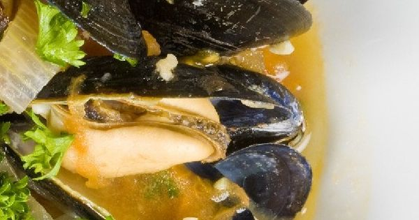 Steamed Mussels with Chorizo Sausage, Tomatoes & White Wine #Recipe ...