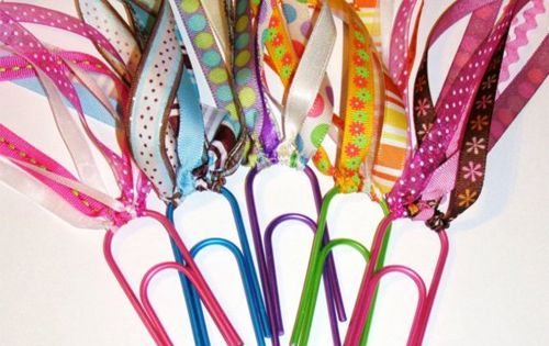Cute idea! Jumbo Paper Clip book Marks!