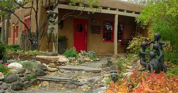 Canyon Road And The Santa Fe Art Colony Article By Michael Ettema New Mexico Santa Fe Patio Garden High Desert Landscaping