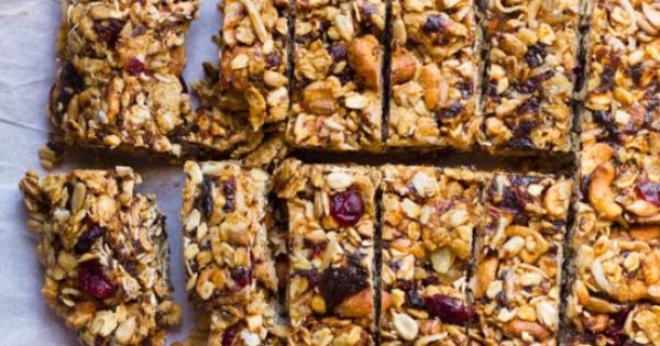 Healthy no bake granola bars with cashews, coconut, ginger, oats and ...
