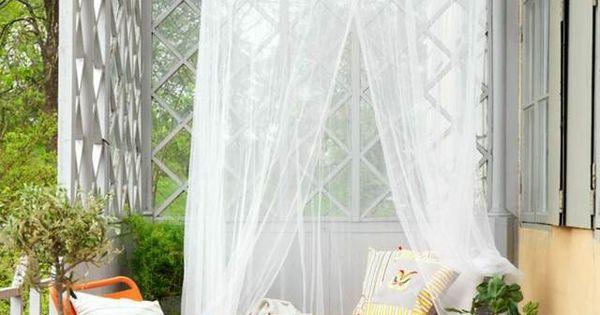 balkongestaltung baldachin tagesbett st hle teppich. Black Bedroom Furniture Sets. Home Design Ideas