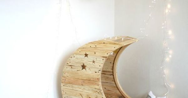 Upcycle Us: Upcycling shipping pallet into...... The Moon Crib