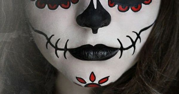 une fille et son maquillage d 39 halloween noir et blanc masques mexicains pinterest. Black Bedroom Furniture Sets. Home Design Ideas