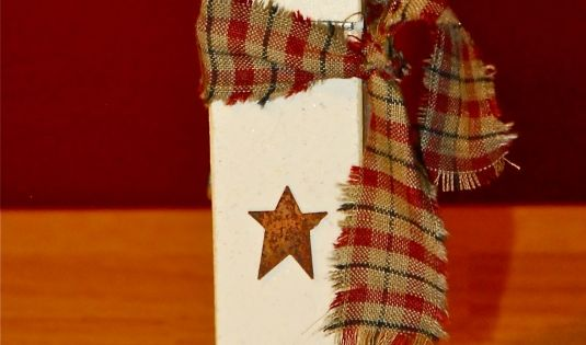 A cute Snowman craft idea w/clothespins: Magnetic Recipe Clips or Christmas Card