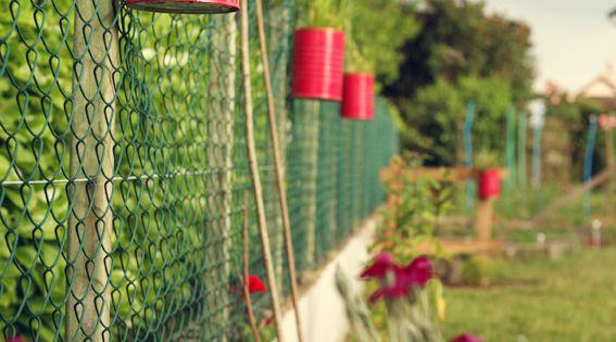 Facile et pas ch re cette d co pour le jardin il suffit de peindre des boites de conserves - Deco jardin pas chere tours ...