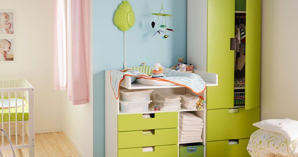 ein babyzimmer mit stuva wickeltisch mit 4 schubladen und stuva aufbewahrungskombination mit. Black Bedroom Furniture Sets. Home Design Ideas