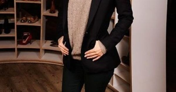 Stunning look / Rachel Bilson / black suit + pullover + necklace