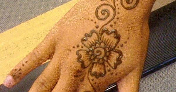 my daughter does amazing henna tattoos like this o. Black Bedroom Furniture Sets. Home Design Ideas