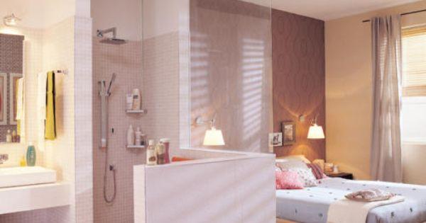 Offenes Badezimmer Im Schlafraum Mit Holzboden | Roomido.com ... Offenes Badezimmer Im Dachgeschoss