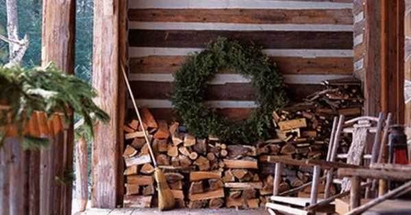 Country Christmas Porch Decor, wish I had this front porch..