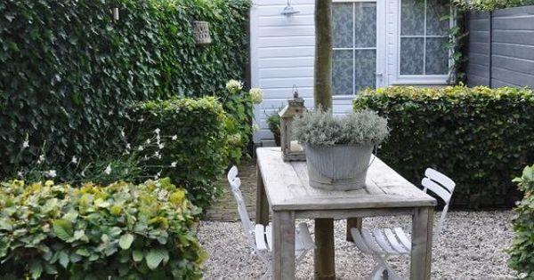 Leuk de verdeling van de tuin doormiddel van lage heggen door nannies repinned on toby - Lay outs deco tuin ...
