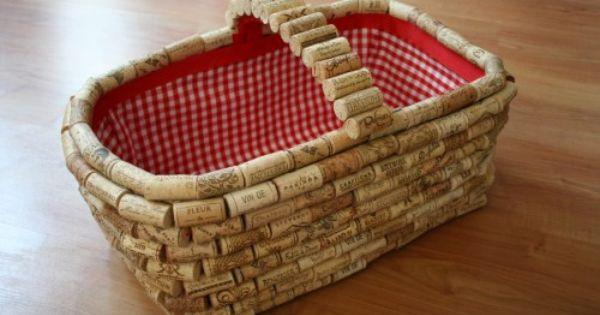 wine cork projects | DIY Cork Board from Wine Corks |