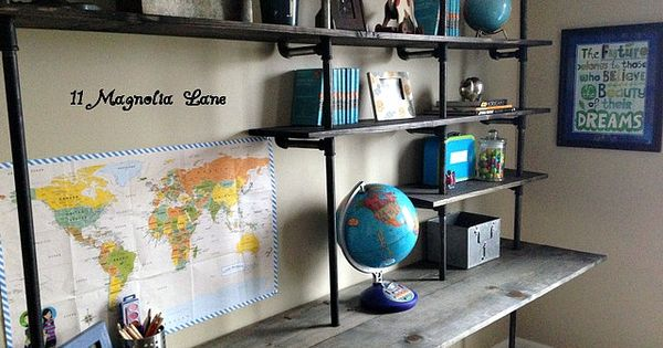 Diy industrial shelving desk in a boy 39 s room for Escritorios de hogar
