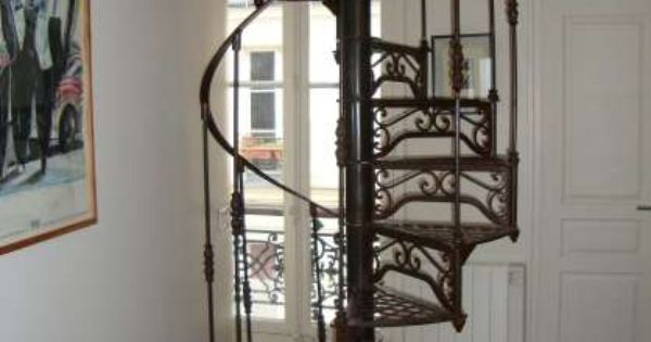 escalier colimacon fer forge paris annonce gratuite escaliers pinterest. Black Bedroom Furniture Sets. Home Design Ideas