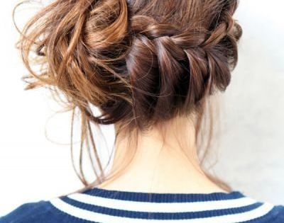 messy braid >> side bun i want this hair style super uper