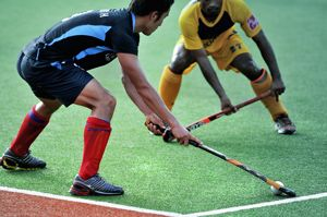 How To Defend Against Free Hits In Field Hockey Isport Com Field Hockey Hockey Hockey Drills