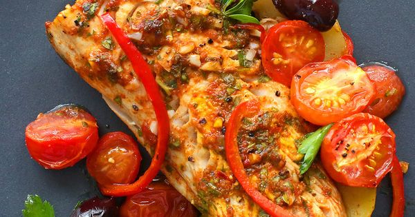 Moroccan baked fish with potatoes peppers and olives for Moroccan fish recipe