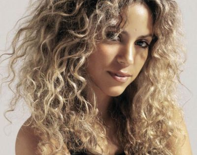 Shakira With Natural Curly Hair Curly Haircuts
