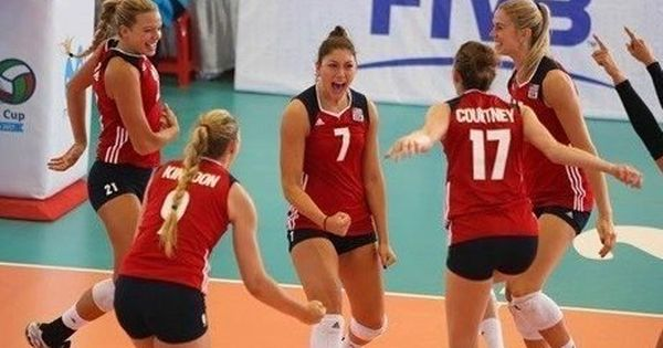 Lauren Carlini 7 Is A Recent Graduate Of University Of Wisconsin And Current U S Women 39 S National Team Member Volleyball Team Usa Volleyball Positions