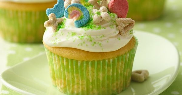 St. Patrick's Day: Betty's Lucky Charms® Cupcake Recipe~ cute idea