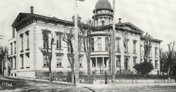 The 1864 Multnomah County Courthouse Is Shown Here Probably Around The Turn Of The 20th Century The Dome Towered Ov Portland City Multnomah County Bridge City