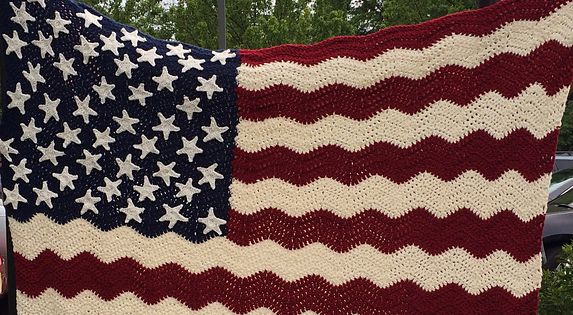 Small American Flag Crochet Pattern : FREE!! Ravelry: Wavy American Flag pattern by Tracy ...