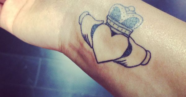 my me tattoo claddagh love loyalty and friendship tattoos piercings pinterest claddagh. Black Bedroom Furniture Sets. Home Design Ideas