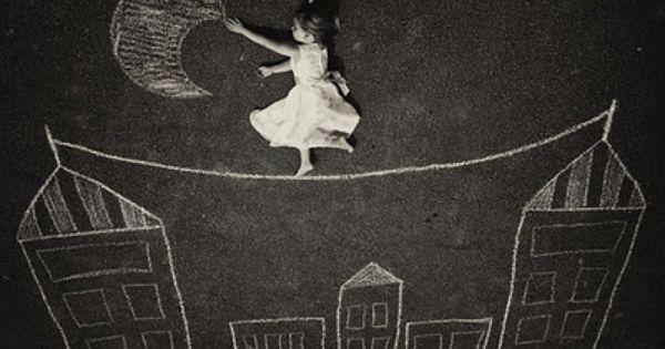 Attraper la lune dessin la craie au sol dessins - Dessin a la craie ...