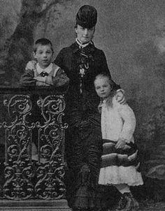 Ekaterina Dolgorukaya With Her Children Georgy Olga Their