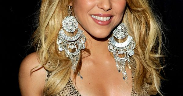 shakira the singer essay Grammy-winning latina pop singer shakira was born in barranquilla, colombia, on february 2, 1977 her father is a lebanese american immigrant and her.