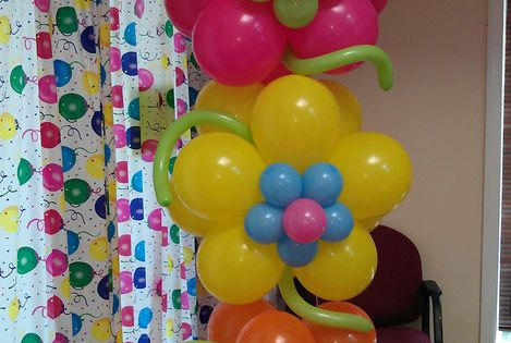 Flower Birthday Balloons- got to remember this one for future birthday parties!