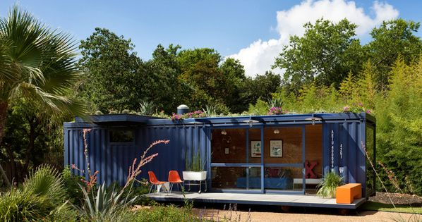 Green roof shipping container house. Living in a box (© poteetarchitects.com)