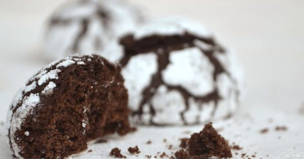 Chocolate crinkle cookies, Chocolate crinkles and Crinkle cookies on ...