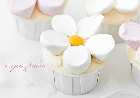 Marshmallow flower cupcakes,,other cute marshmallow ideas are also on this site
