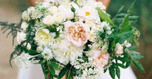 Soft pink bouquet | Photo by Jen Wojcik Photography | Read more - http://www.100layercake.com/blog/?p=78271 #wedding #bouquets #pink #rose