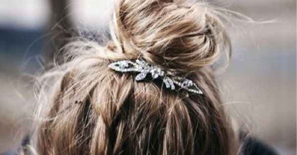 Messy bun ¦ long hair styles ¦ vintage hair accessories ¦